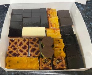 Printed cake and pastry trays
